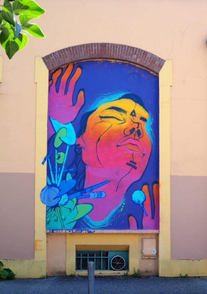 Frau in bunten Farben