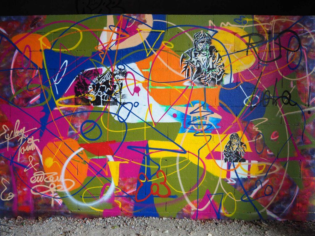 bunte Wand mit Stencils