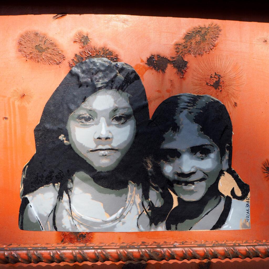 zwei junge Mädchen