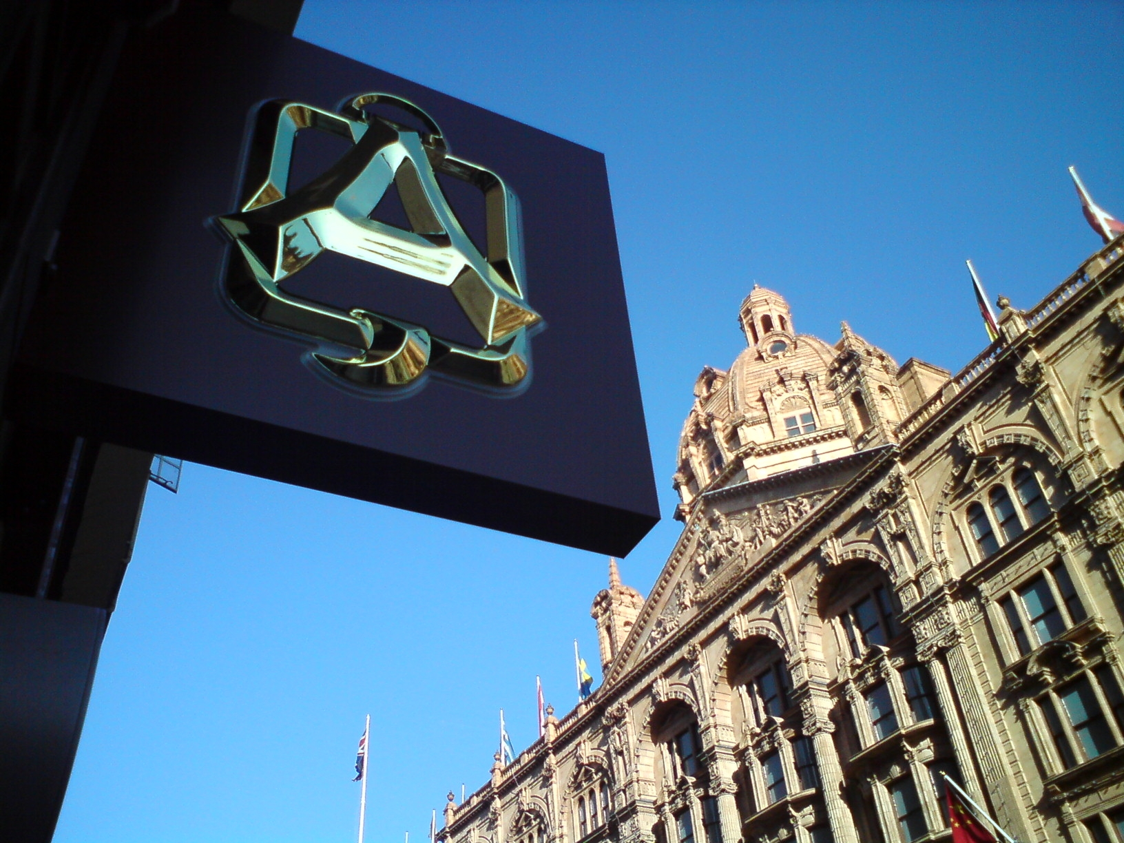 alquershi new A projecting Sign catches the eye of passers by & can be effective adverts for your business.Call today for a quote from E-Signs London.