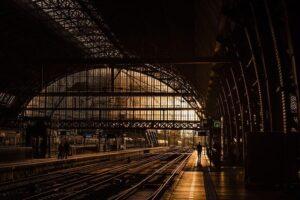 Réservez votre chauffeur privé pour vos transferts à la gare de Toulon et Marseille