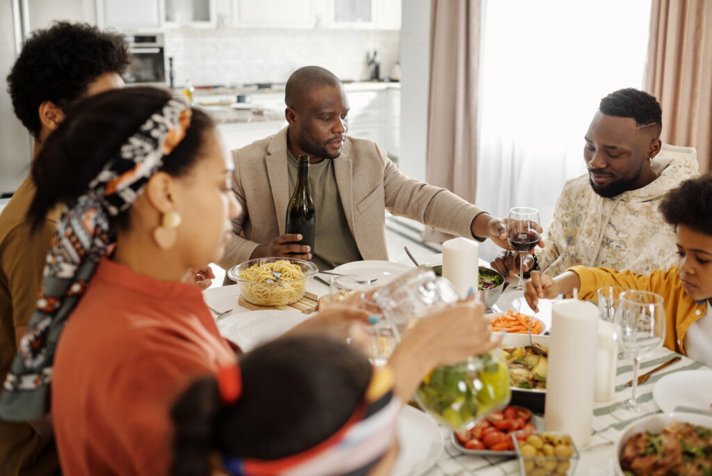 15 Benefits of Eating together as a Family.