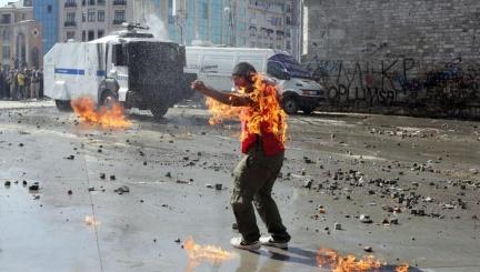 Manifestante en Taksim