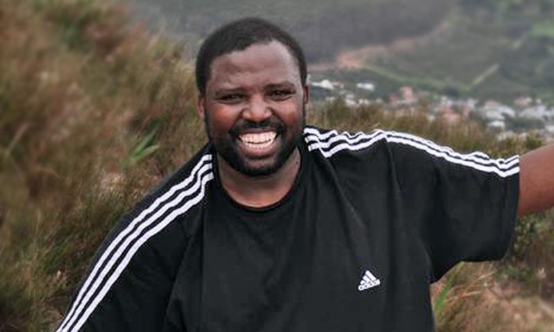 Robert Mangaliso Tiya Nohamba
