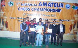 Front Row left to right-  Niklesh Jain organizing seceratry , Pankit Mota ( Maharashtra)  runner up open, Dangmei Bosco Champion open ( Manipur), Varshini V 1st- women section (Tamilnadu) , Back row - Mr Jitendra Singh Vice president SLCAMP, Mr Yashpal Arora joint Sec. SLCAMP, Mr Kapil Saxena , Secretary SLCAMP,IA Dharmendra Kumar Chief Arbiter , Mr Sumit Agrawal President Katni District Chess Association , Mr Manish gai Member KDCA,
