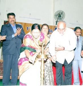 Front - Mrs Nirmala Pathak Mayor Katni & Mr Ashok Singh Collector KatniBack- Mr Kapil Saxena , Secretary SLCAMP ,Alka jain Ex Education Minister, Mr Dinesh Shrivastav , Additional Collector Katni