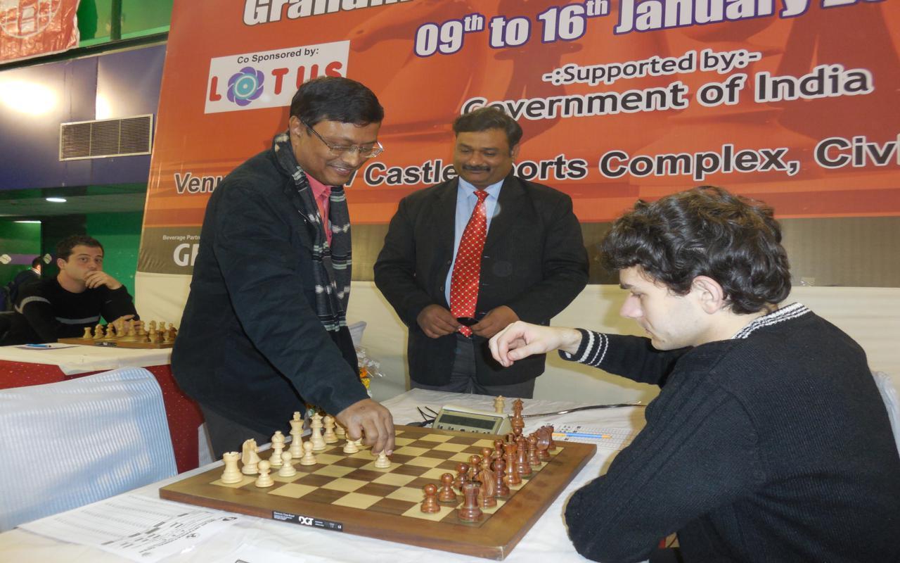 GM Dibeyandu Barua inaugurating the proceedings of third round
