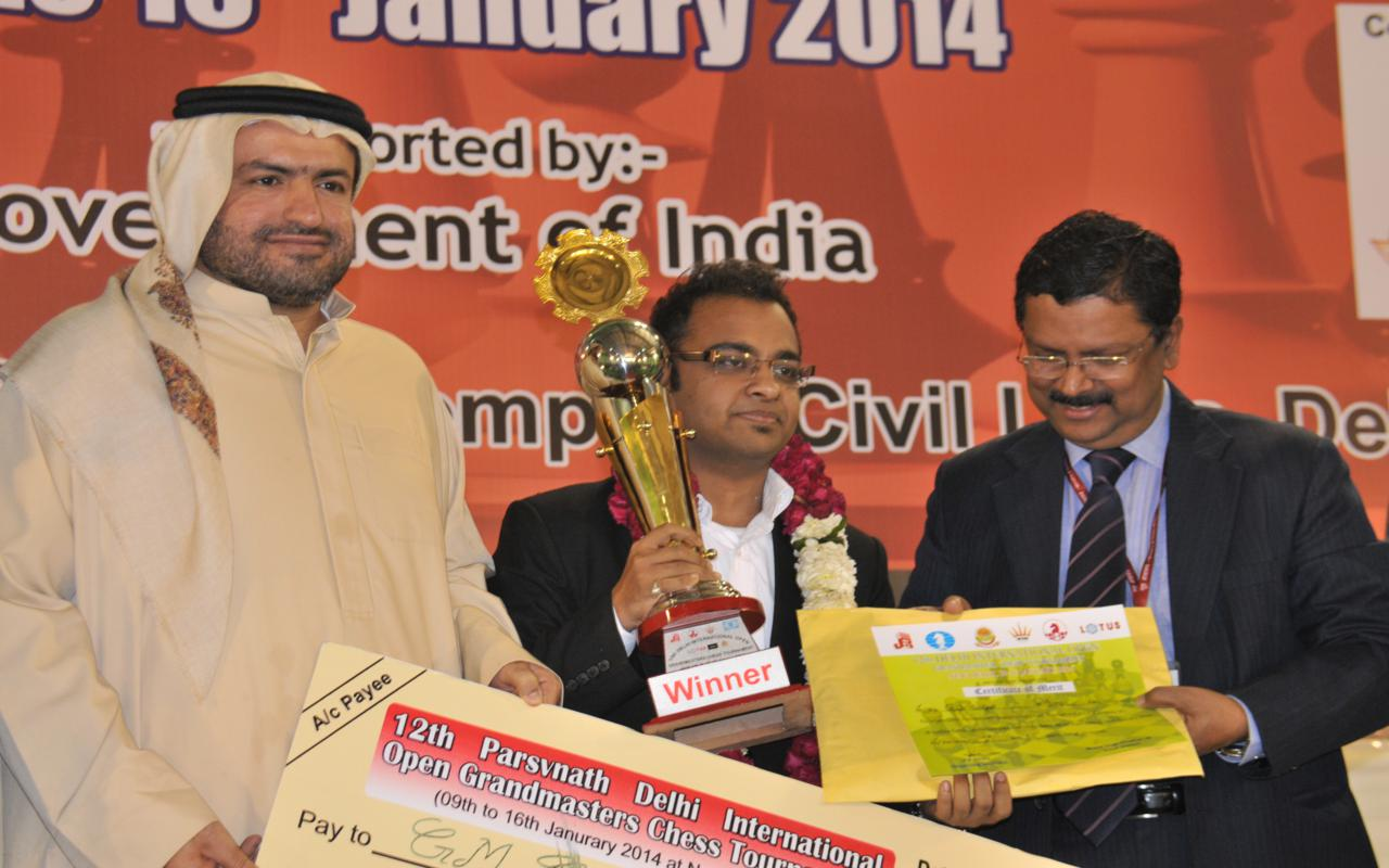 Winner Abhijeet Gupta with guests Shri. Jiji Thomson, Director General Sports Authority of India and Shri. Hisham Al-Taher, Secretary Asian Chess Federation