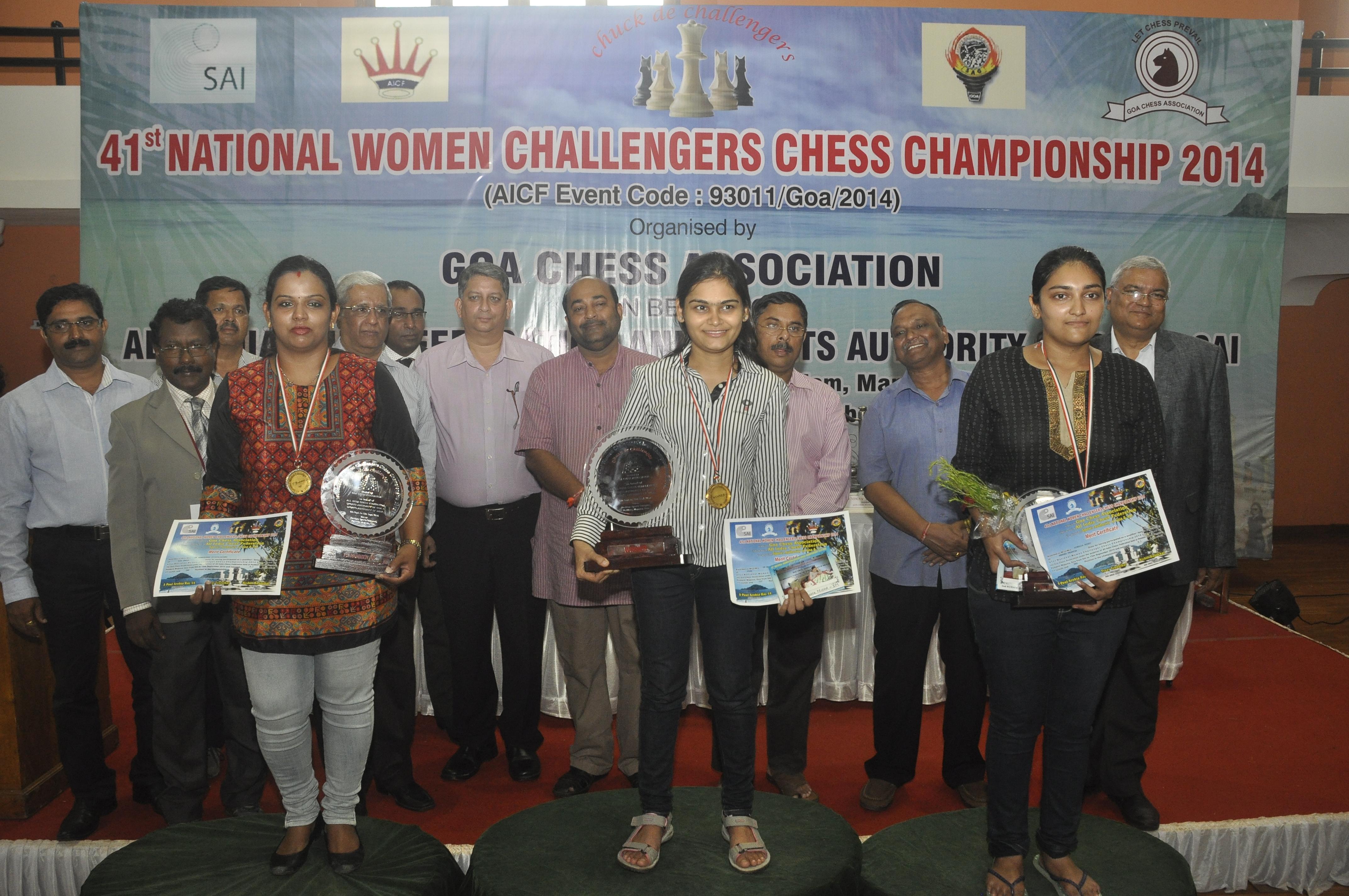 Prize winners from Left IM Vijalakshmi, IM Nisha Mohota , Hinduja Reddy along with Guest