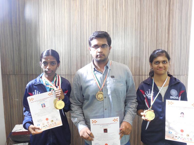 Asian Youth Champions Vaishali R, Chakravarthi Reddy and Parnali S Dharia