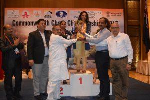 women-champion-swati-ghate-receiving-trophy