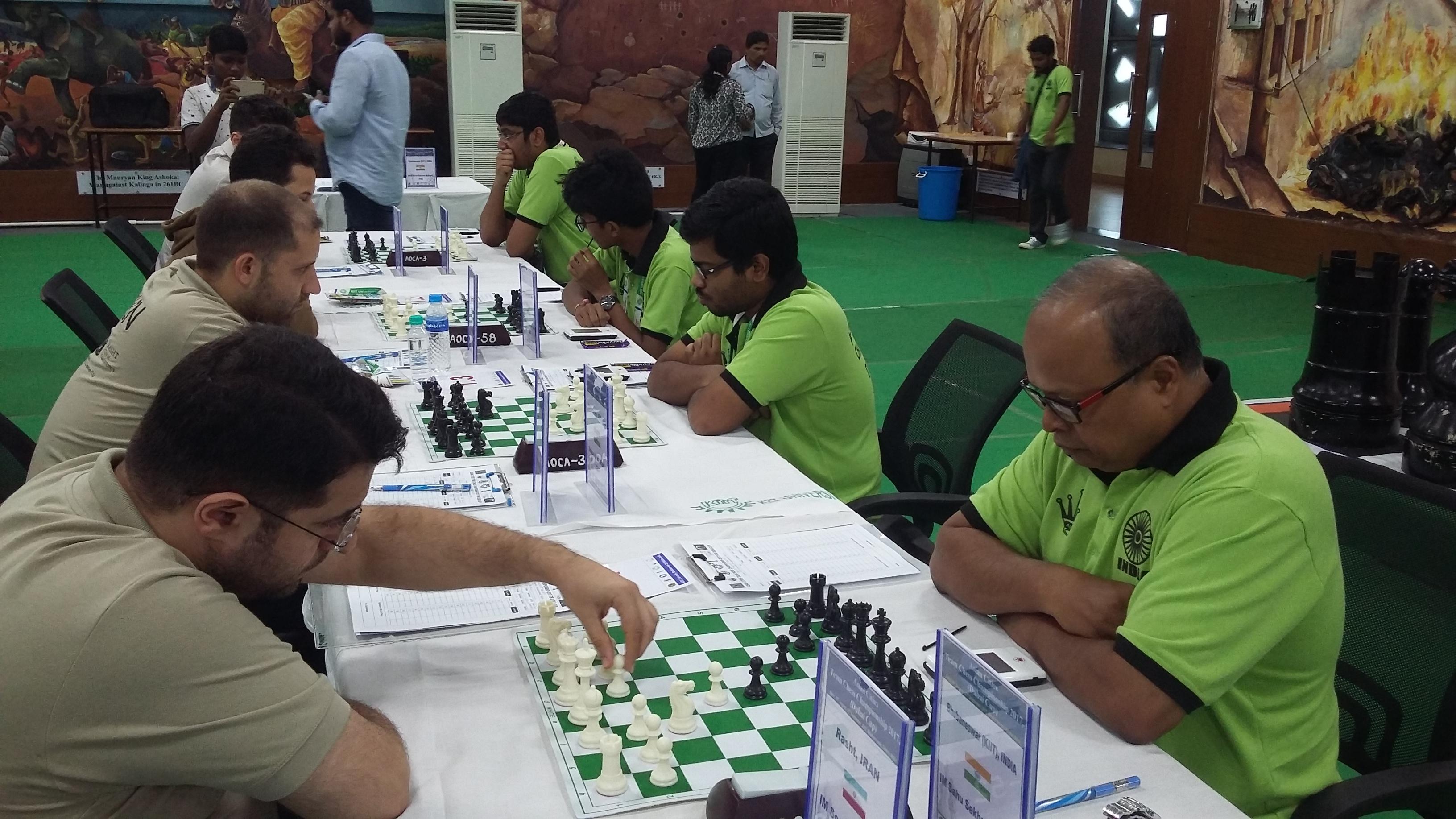 im-soozankar-am-of-rasht-making-move-against-seasoned-international-master-sc-sahu-of-kiit-bhubaneswar