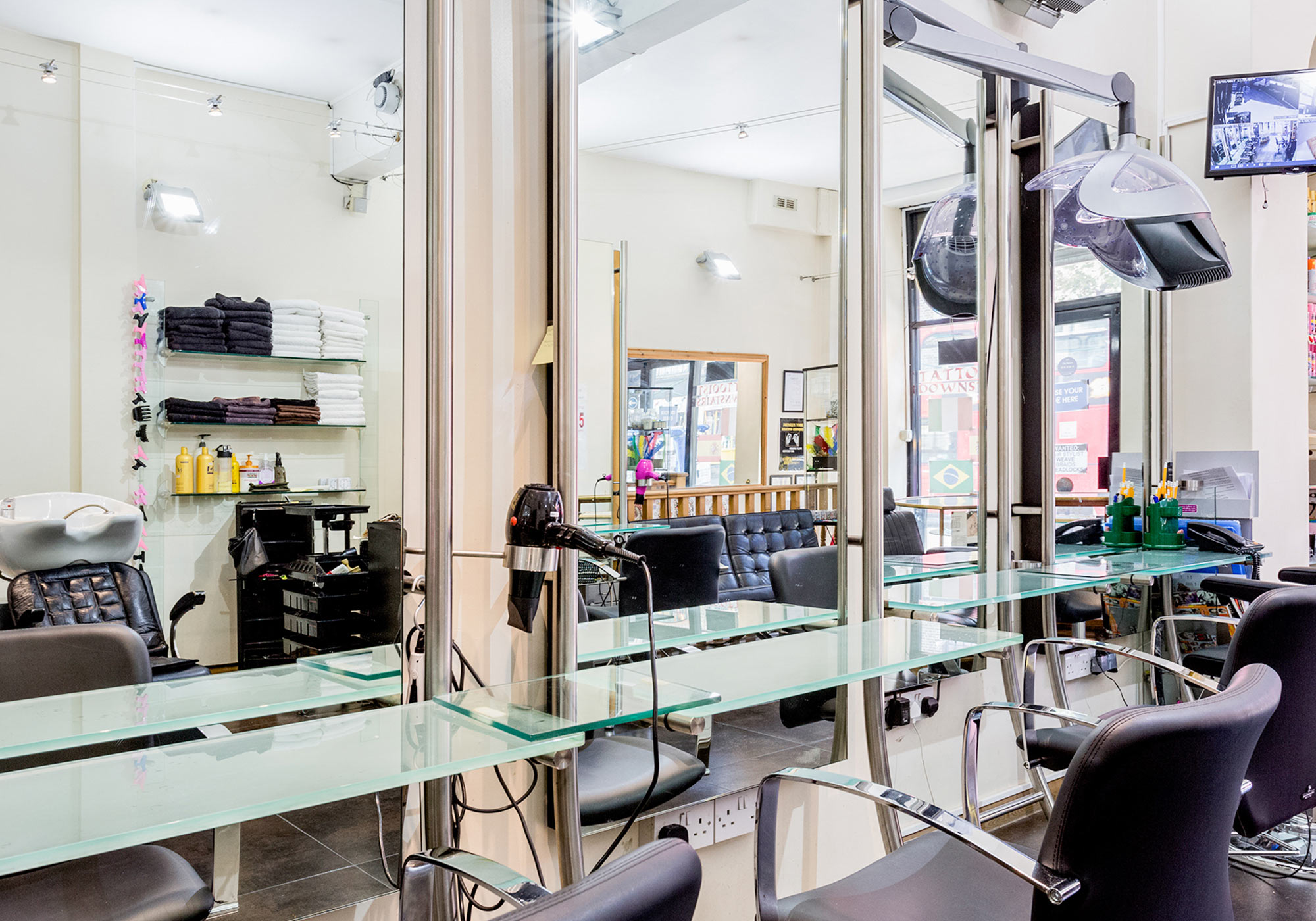 camden-locks-hair-studio-stylist-chairs-close-up