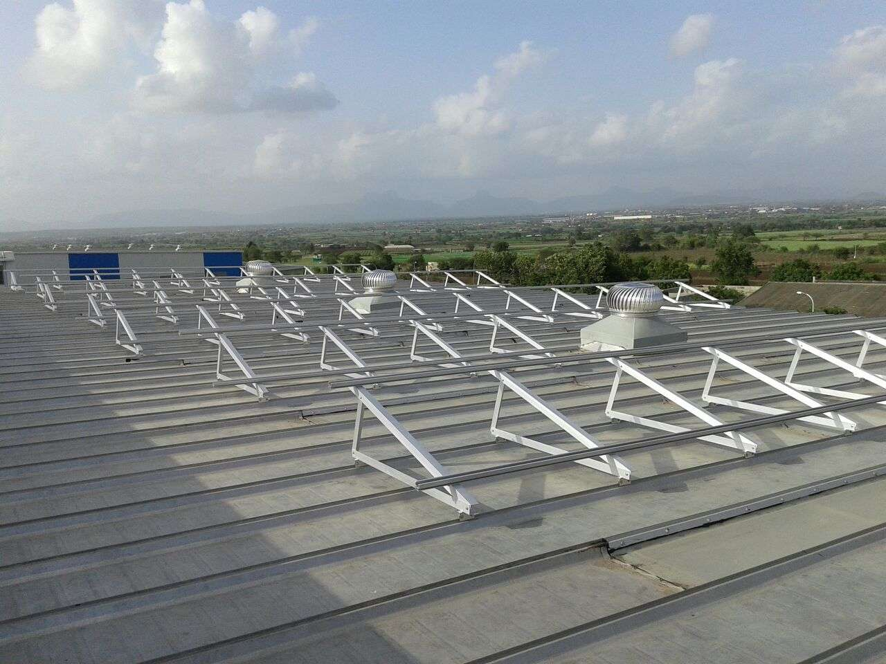 5-Clamp Triangle Structures_300KW_Ahamedabad