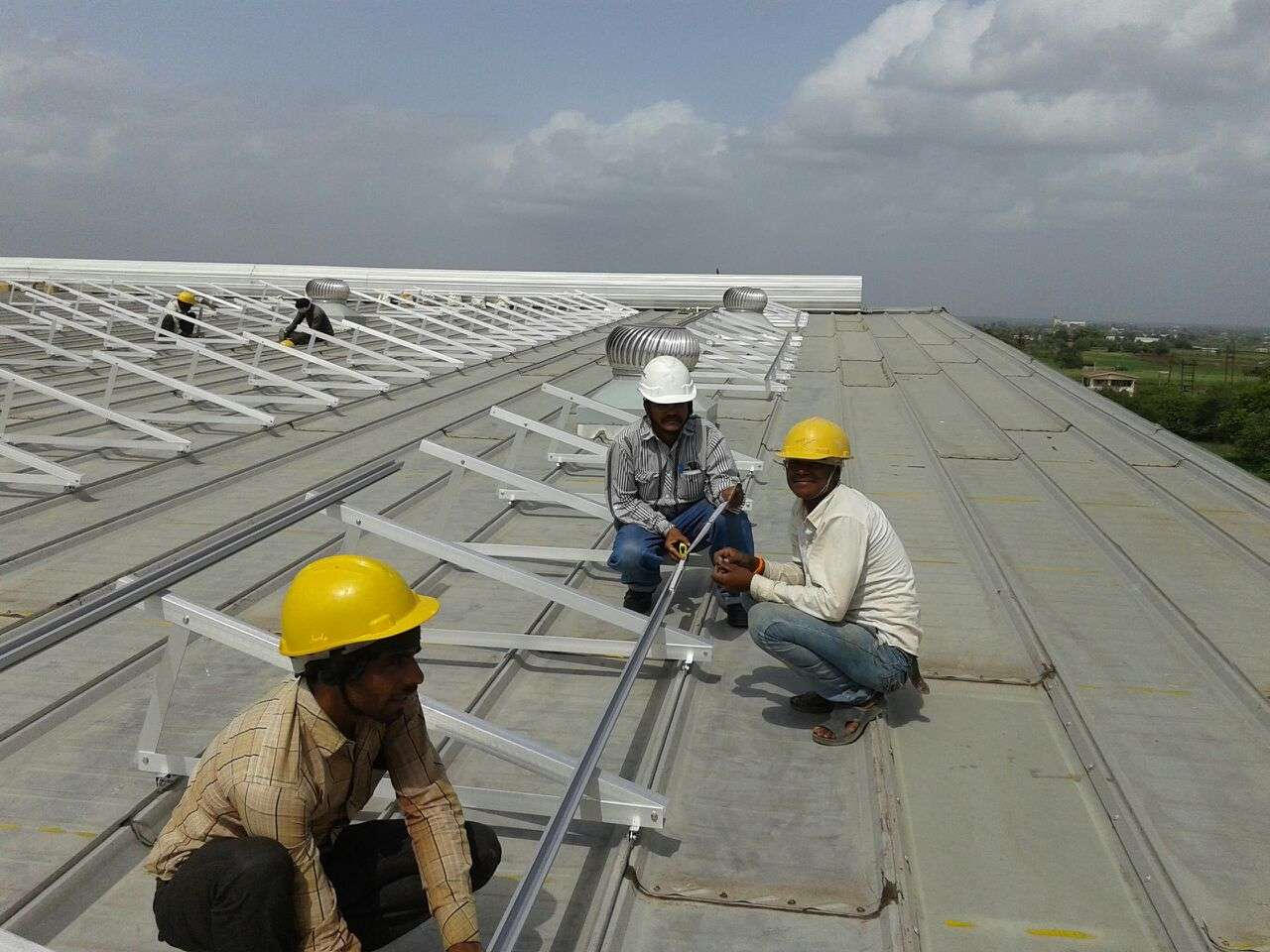 6-Clamp Triangle Structures_300KW_Ahamedabad