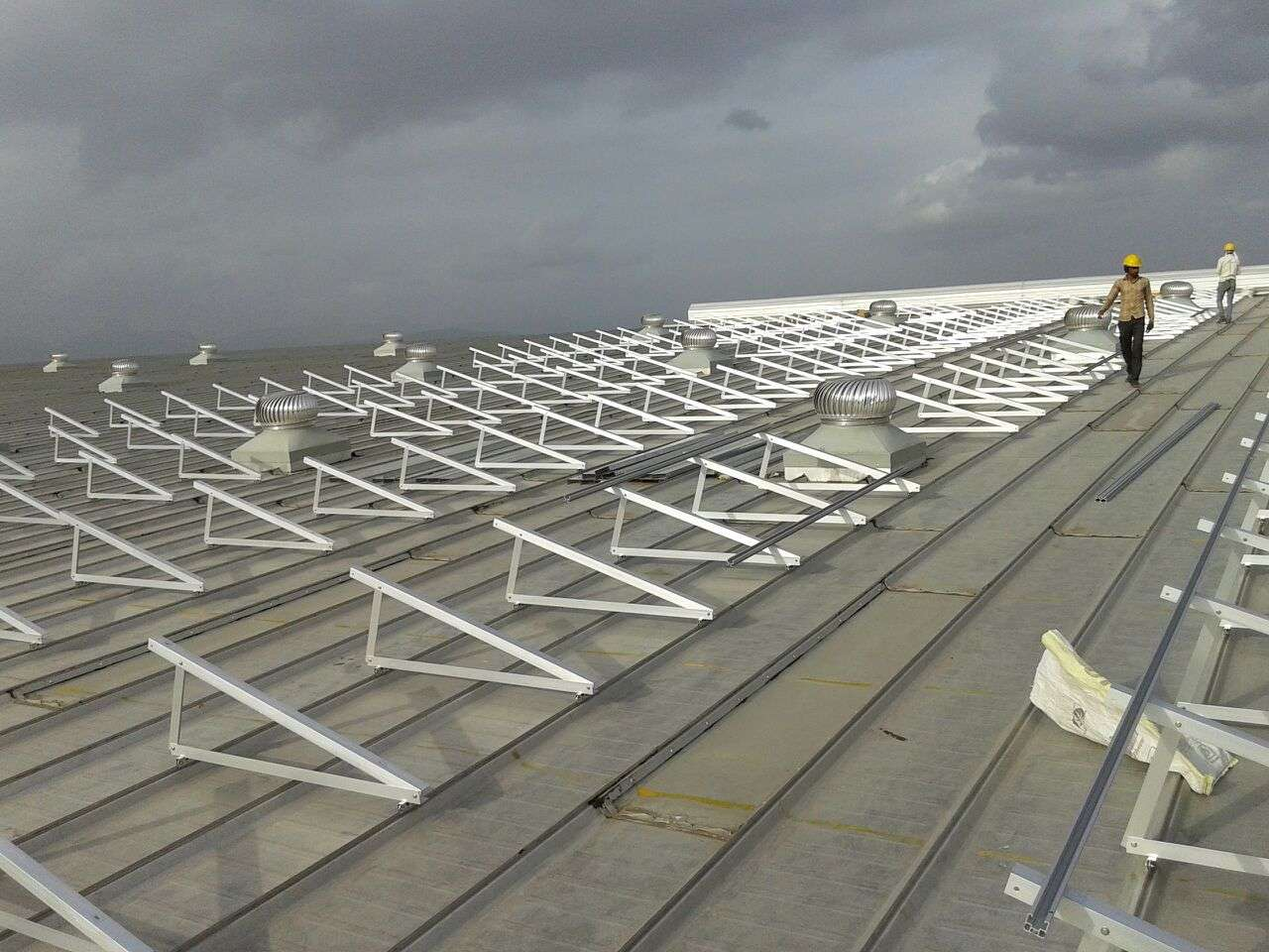 8-Clamp Triangle Structures_300KW_Ahamedabad