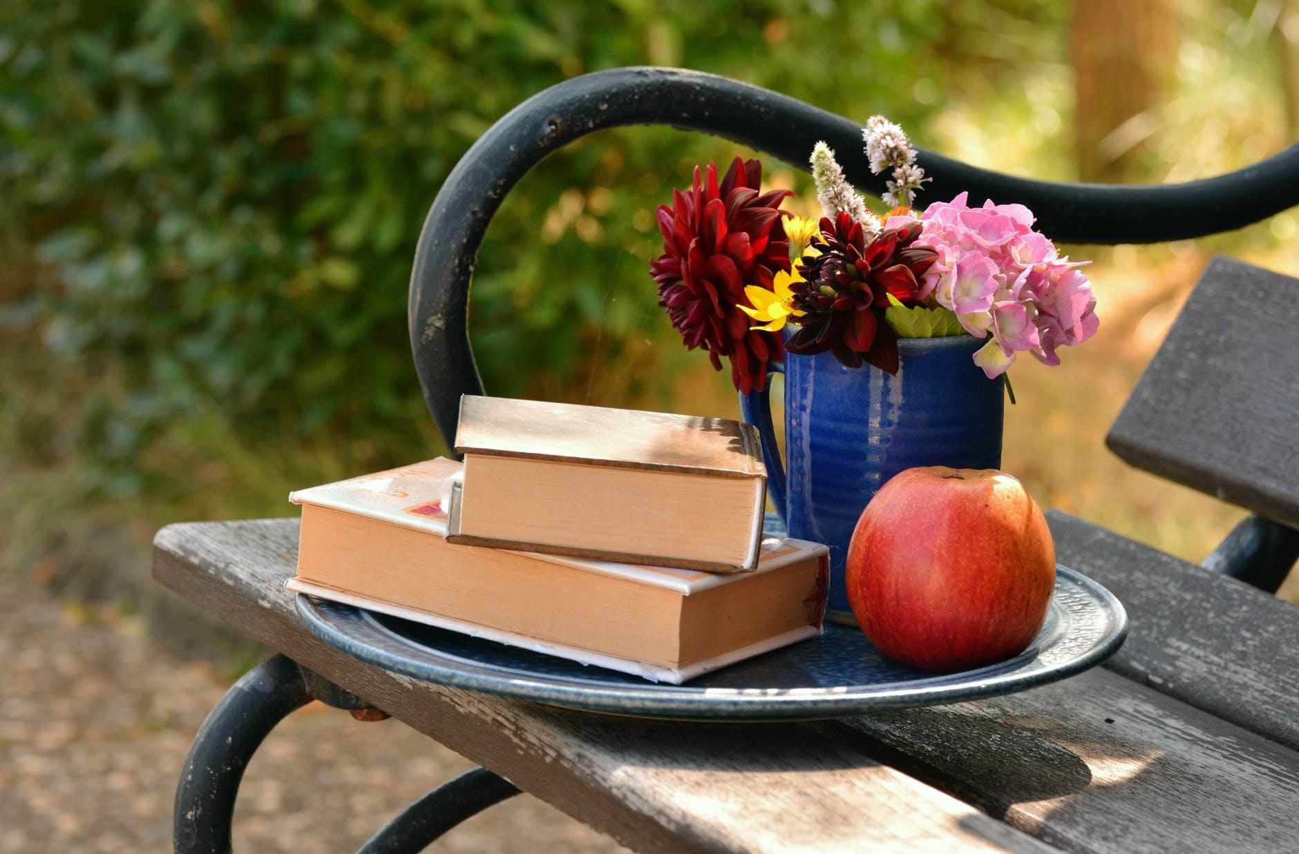 books-read-bouquet-relax-159499