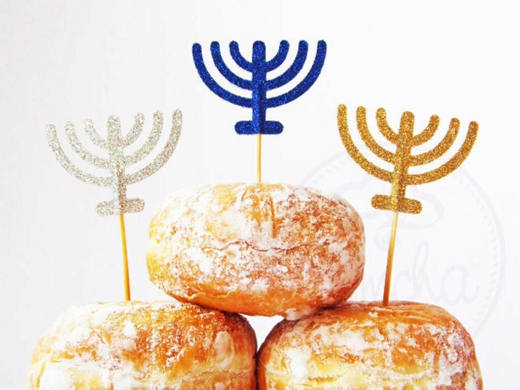 Simcha, Hanukkah, Chanukkah, Chanukah, Hanukah, Menorah, Menora, Menorot, Jelly Doghnut, Doughnut, Suganiyot, Krapfen, Faschingskrapfen