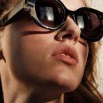 Modelo con gafa Zeus Ismene en Optica en Palma