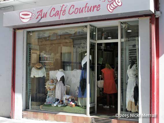 Au Cafe Couture, Arles, France