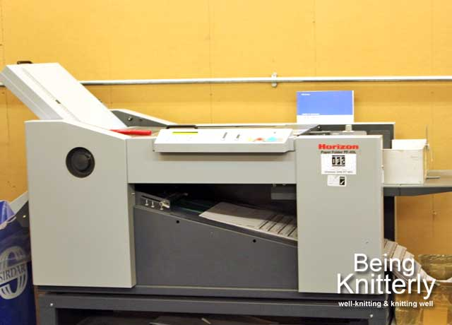 Pattern folding machine