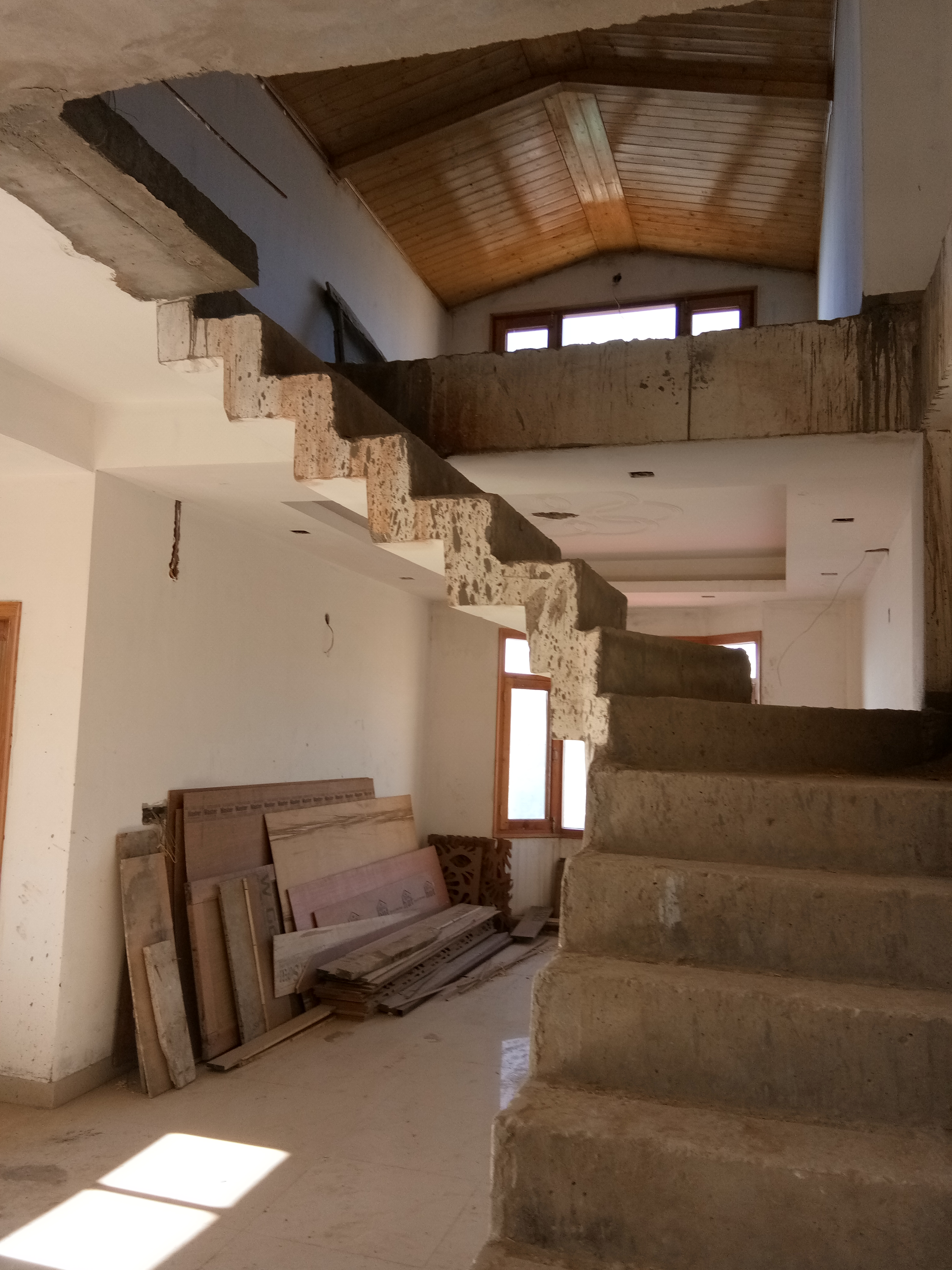 5 Bhk Duplex With 5 Toilet For Sale at Panthaghati Shimla —- Drive in With Covered Parking — Covered Area – 2200 Sqf — Sunny and Beautiful View — Price – 1.25 Cr