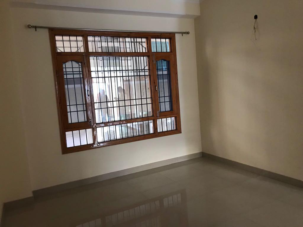 3 bhk Flat for sale at Near Bhattakufar Shimla  — Non Drive  — 10m Distance From Road Covered area – 1400 Sqf —- Close to main road —- Price – 82 lakhs