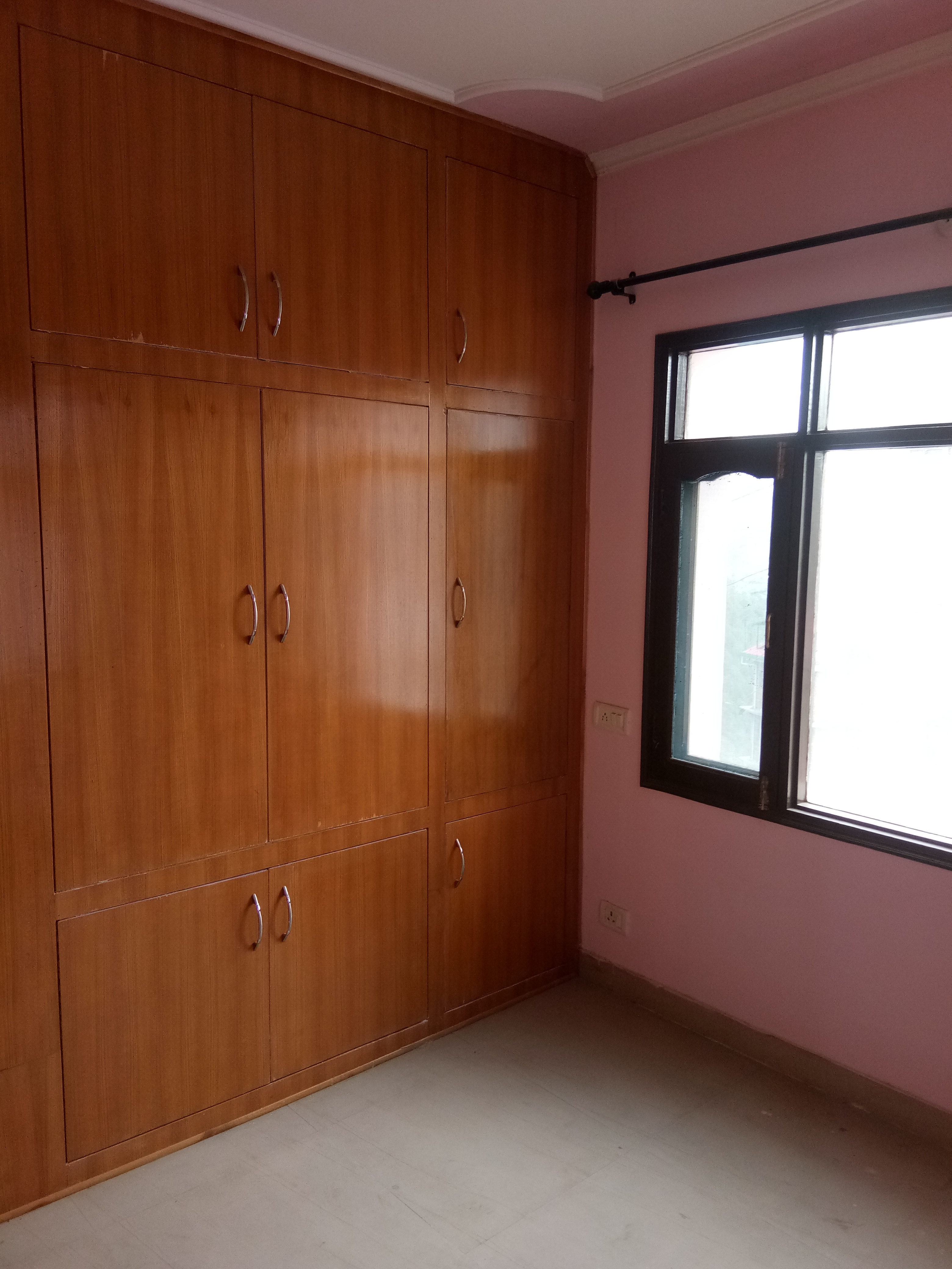 3 Bhk flat for sale at kyari Near Tutikandi shimla —– Drive in —- Covered area – 1200 sqf —- 3 km link from Main Road — Sunny and Beautiful View — Price – 48 Lakhs