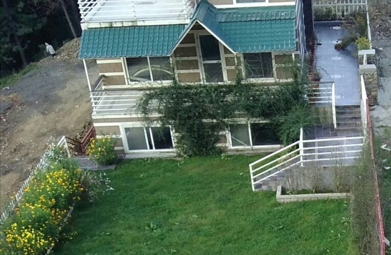3 Bhk Cottage with Servant Room For Sale at near mahasu house Mashobra ( Purani Koti ) — Builtup Area – 4800 Sq ft —- Lawn Area – Apx.2000 Sq Ft —  Drive in With Covered Parking — Contact – 9218227122 – 9218227123