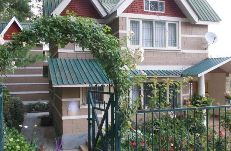 3 Bhk Cottage For sale at Near Craigneno Mashobra Road Shimla (HP) —- Drive in —- Covered Area – 3200 Sq Ft —- Price – 1.70 Cr —- Contact :-+ 9218227122 – 23