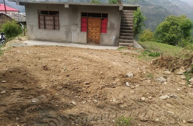 7 Biswa plot with 1100 Sq ft unfurnished 3bhk flat for sale in Junga distt.Shimla Himachal Pradesh —- Drive in —– Distance From Shimla – 26 km —- Distance from Chail – 16 km —– Sunny and Beautiful View —- Price – 39 Lakhs —- Contact:- 9218227122 – 23