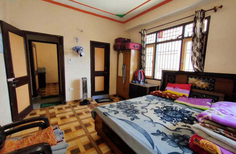 2 Bhk flat for sale in Chhakrayal near IVY International School Shimla HP —– Drive in with Covered Parking —– Covered area – 1000 Sq ft  —– 2.5 Km Link from Bhattakufer  —– Price – 40 Lakhs —– Contact Us :- 9218227122 – 23