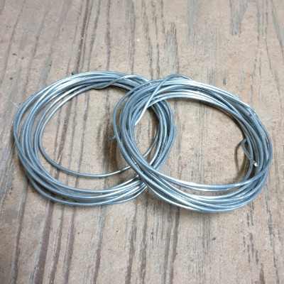 Wire to shape bonsai