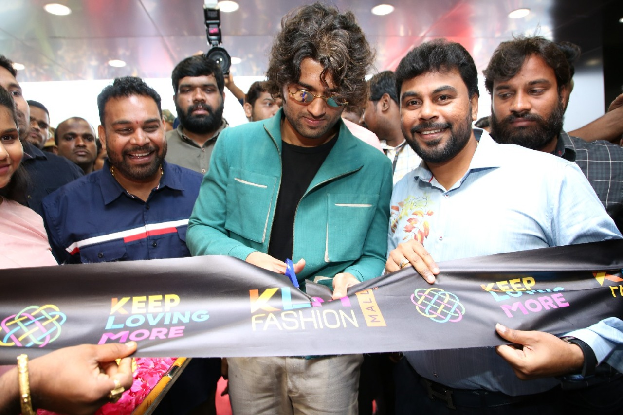 KLM Fashion Mall new branch at AS Rao Nagar was inaugurated by @TheDeverakonda today