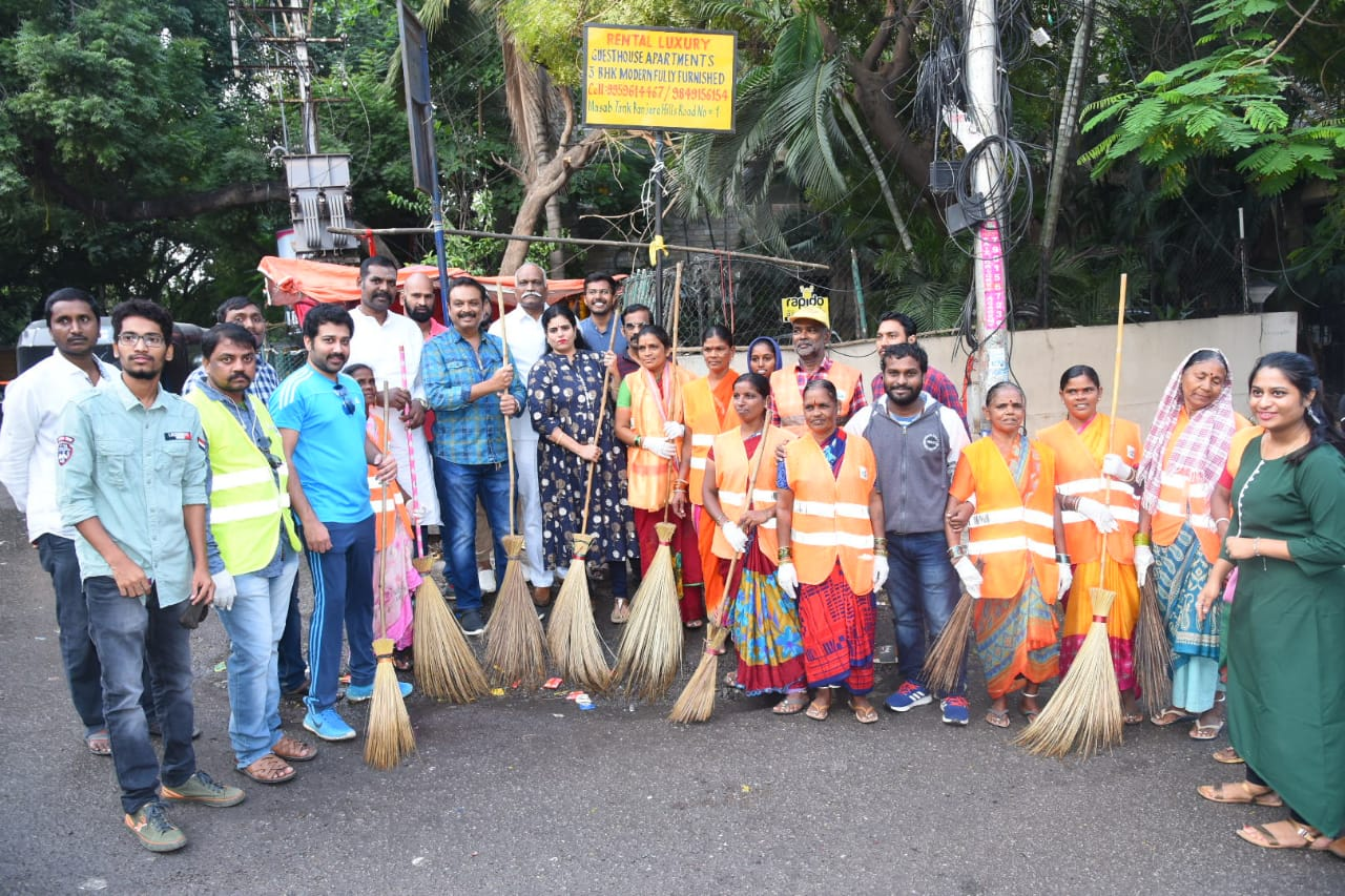 MAA President @ItsActorNaresh takes part in cleanliness program at Filmnagar along with MAA members On the occasion of Gandhi Jayanthi