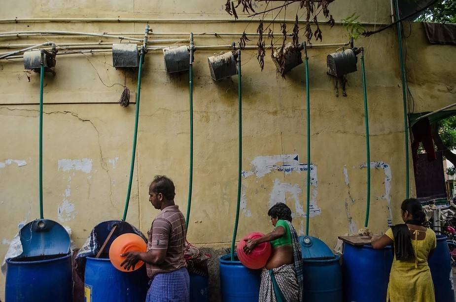 The Housing Board in Paruva Nagar, Chennai with its customised pumping system: The residents fill their barrels with the tanker water, which in turn is pumped through a motor to their overhead tanks. They use a barrel of water for 2 days. Photo by: Palani Kumar/PEP Collective.
