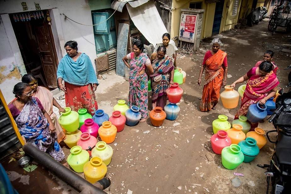 People anxiously fetching water from a water tanker. Photo by: Steevez Rodriguez/PEP Collective