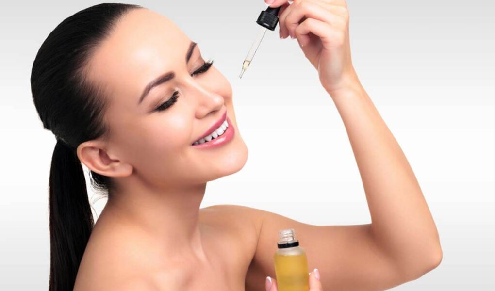 5 Minimalist Face Serum Which You Must Need to Include in Your Skin Care Routine