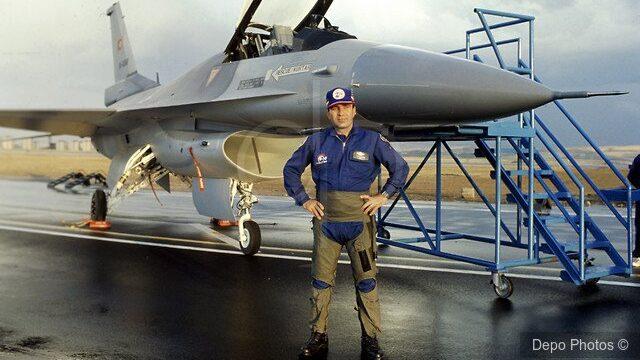 Şener Koltuk: Türkiye'deki İlk F-16 Test Pilotu