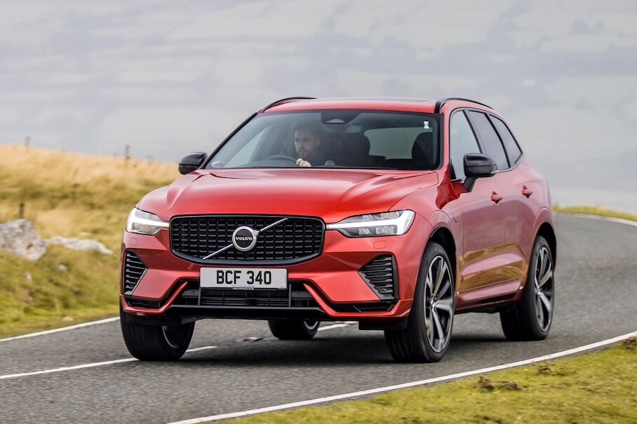 Volvo XC60 Recharge Plug-In hybrid front cornering - EVs Unplugged