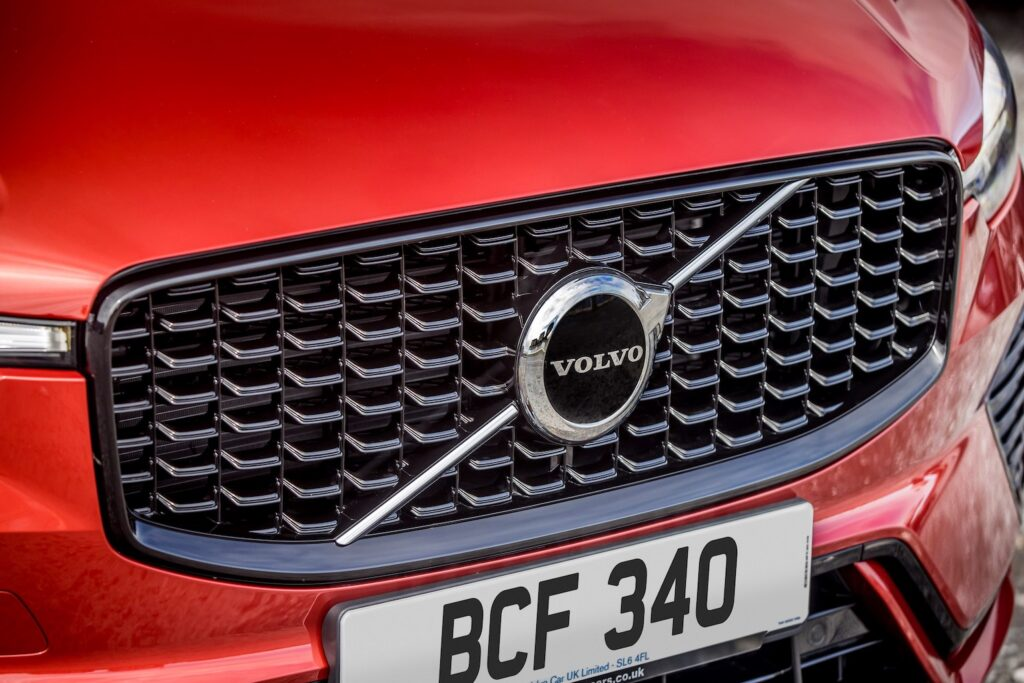 Volvo XC60 Recharge PHEV front grille - EVs Unplugged