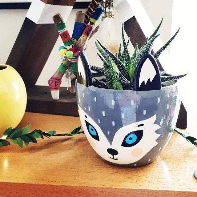 Wolf Planter - Wow Things