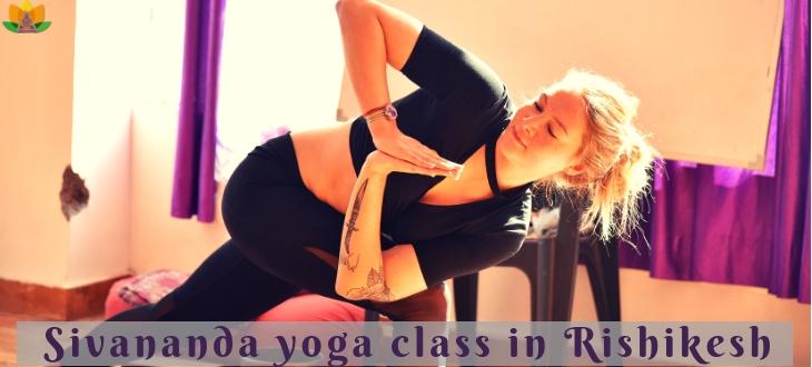 Sivananda yoga class in Rishikesh