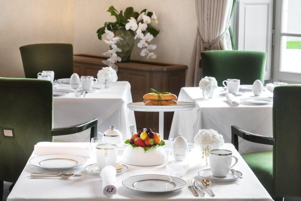 Salle Petit Déjeuner - Hôtel & Restaurant Lalique - Château Lafaurie-Peyraguey ©AgiSimoes&RetoGuntli