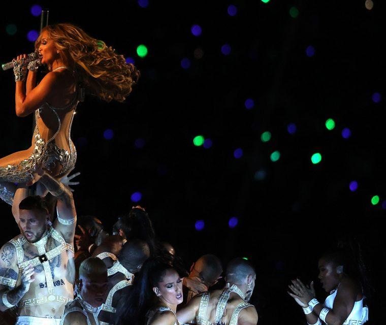 Jennifer Lopez Hairstyles – The Super Bowl Waves