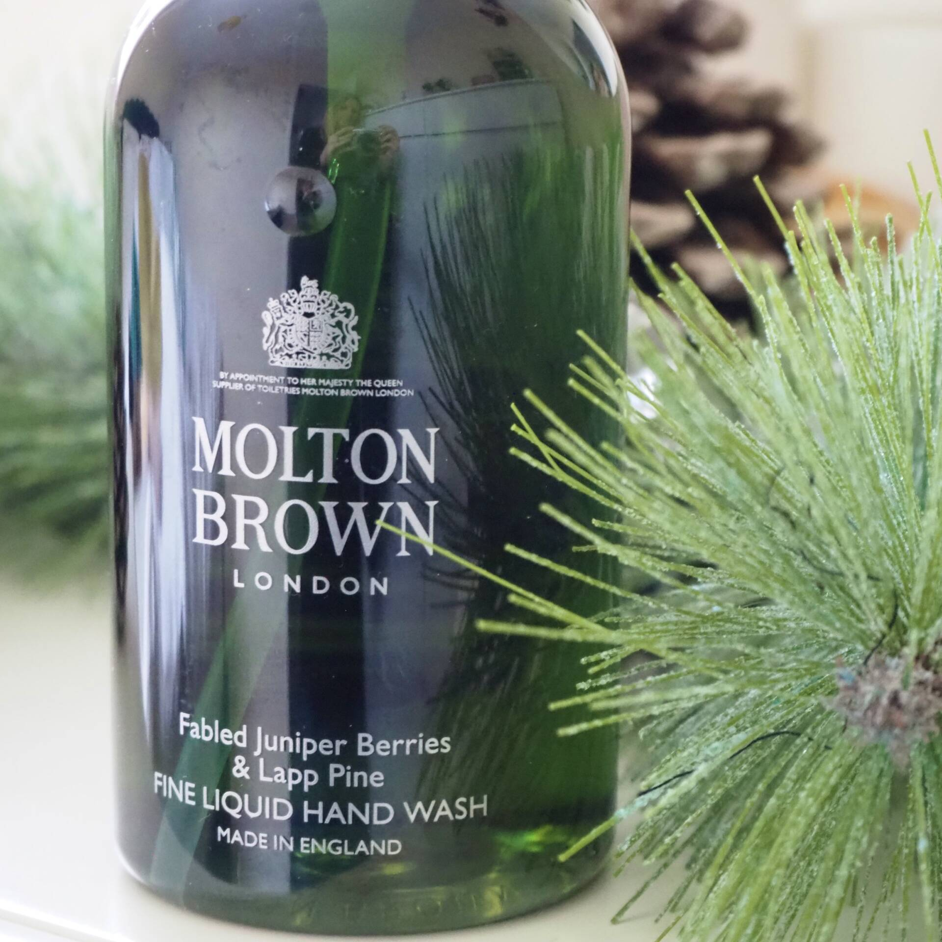 molton-brown-fabled-juniper-berries-and-lapp-pine-hand-wash