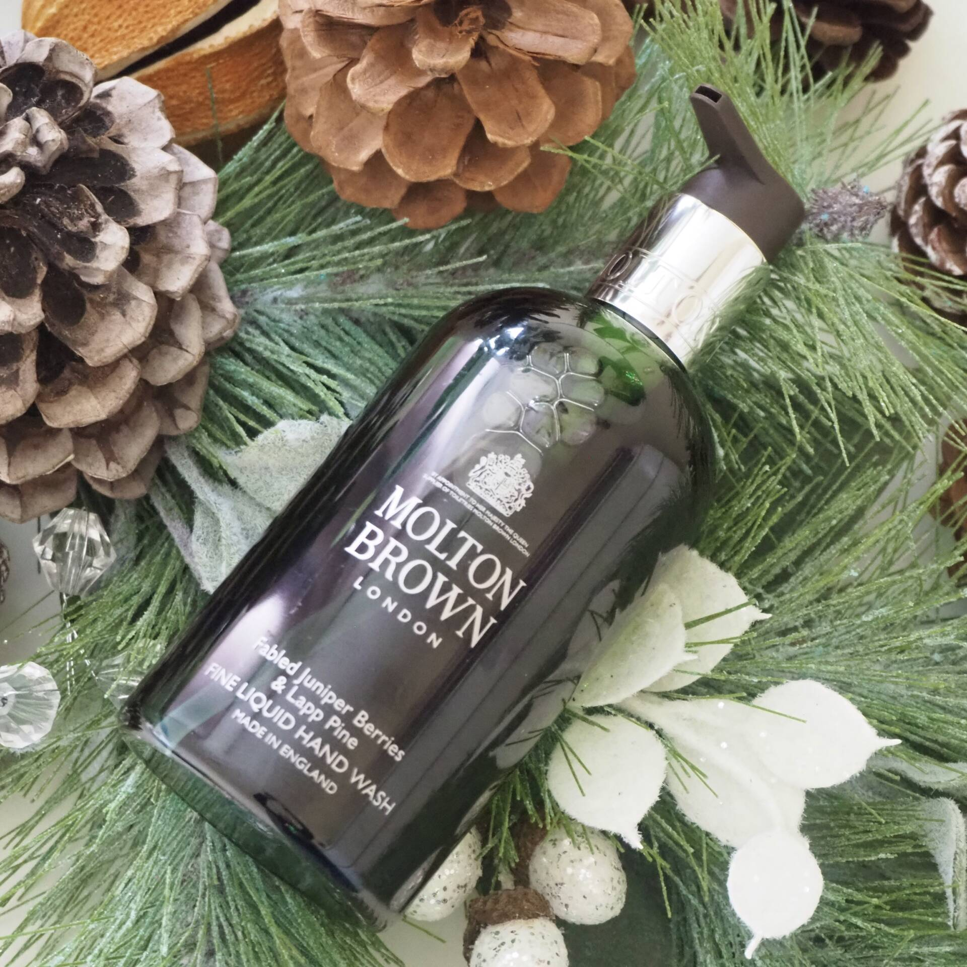 molton_brown_fabled_juniper_berries_and_lapp_pine_hand_wash