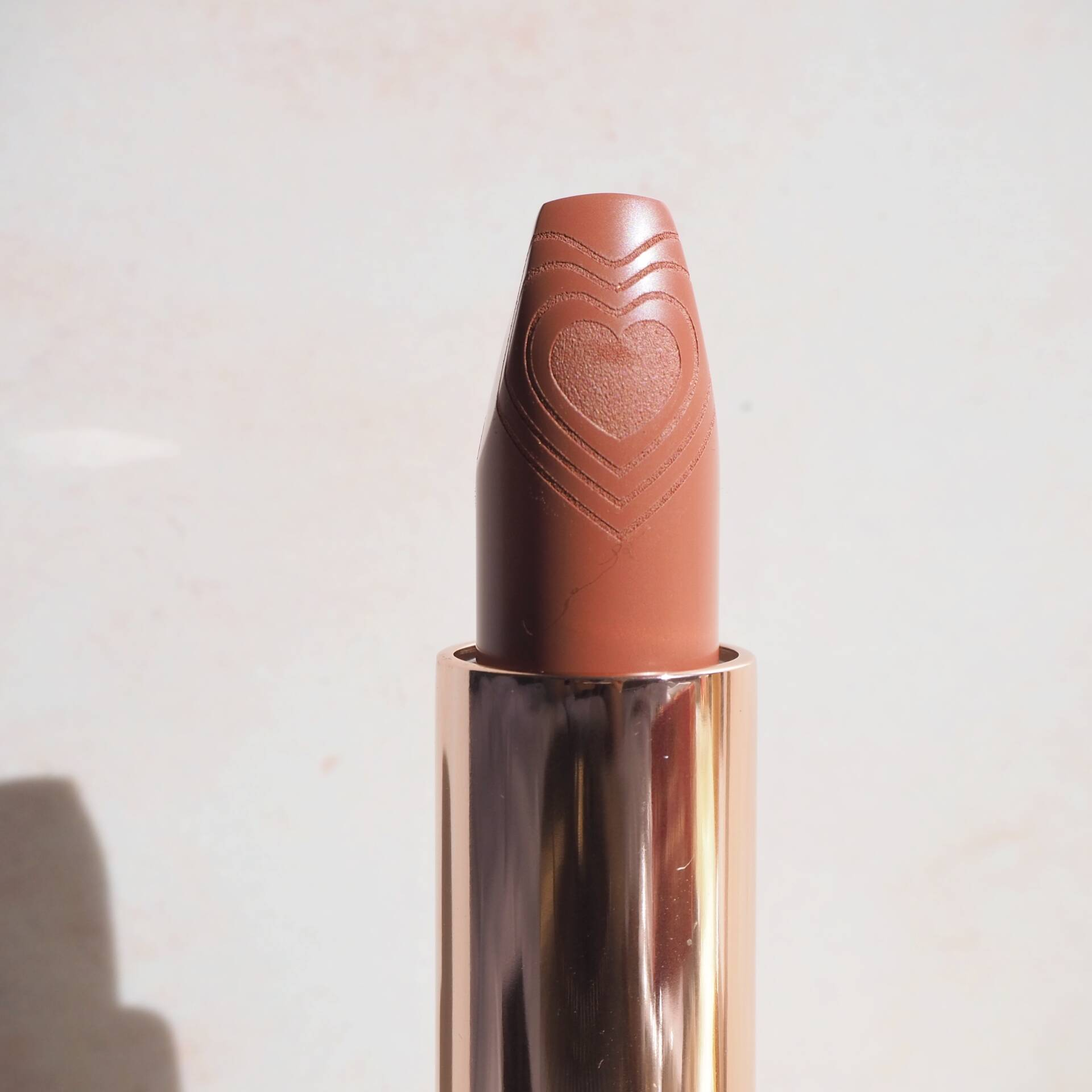 charlotte-tilbury-nude-romance-lipstick-review-shades-swatches