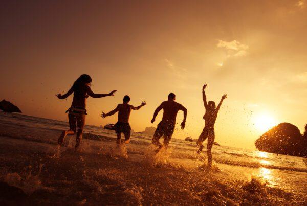 MadeToGrow - Fun people at beach