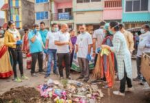 Huge response for cleanliness drive in Bhubaneswar's old town area.